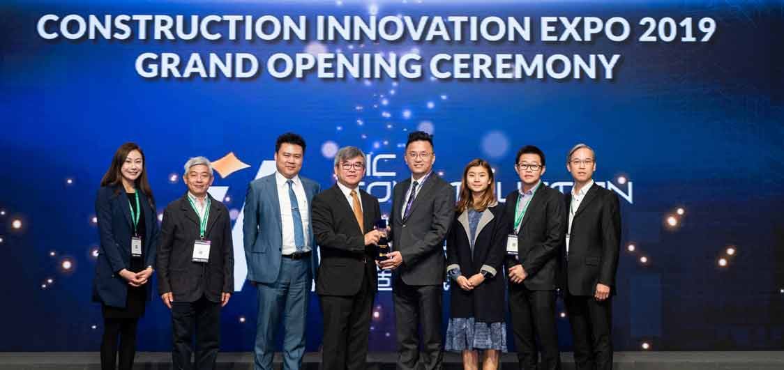The Hong Kong Infrastructure team accepts the CIC Innovation Award for Aurecon's innovative digital rock mapping technology