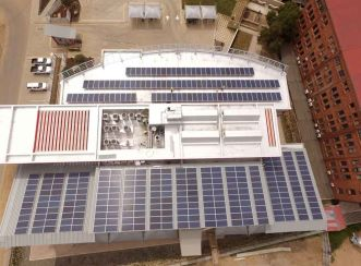 Covered with solar panels, the Vodacom Head Office building is carbon neutral and powered by renewable energy