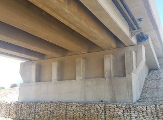 North abutment was jacked and repaired during the bridge upgrade to install new bearing pads. Aurecon provided a wide range of management services in the project.