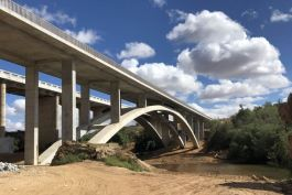 The completed Olifants River Arch Bridge