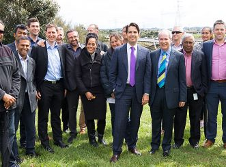 Auckland Mayor Len Brown and Transport Minister Simon Bridges with the Southern Corridor Improvements project team