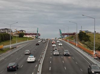 Aurecon installed the sections in late single-night closures to avoid disturbing the commuters