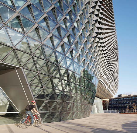 SAHMRI collaborated with Aurecon to complete the facade showing hood geometry. Photo by Peter Clarke.