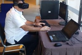 Giam Swiegers experiencing 3D technology